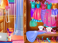Elsa's Secret Wardrobe
